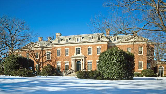 640px-Dumbarton_Oaks_-_house_photo_with_snow