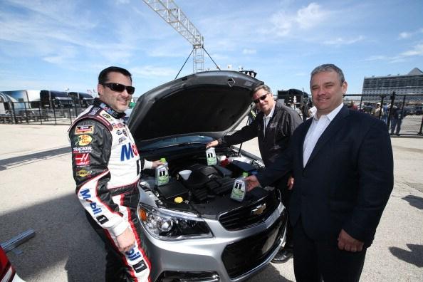 Tony Stewart Joins ExxonMobil to ÒGreenÓ the NASCAR Fleet
