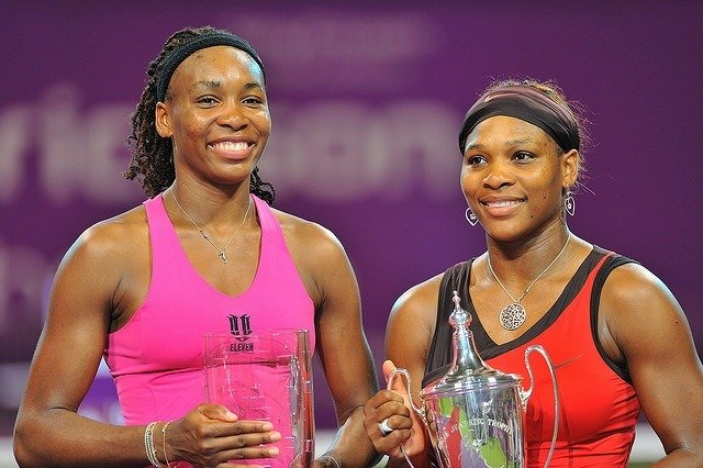 venus-serena-williams-trophy