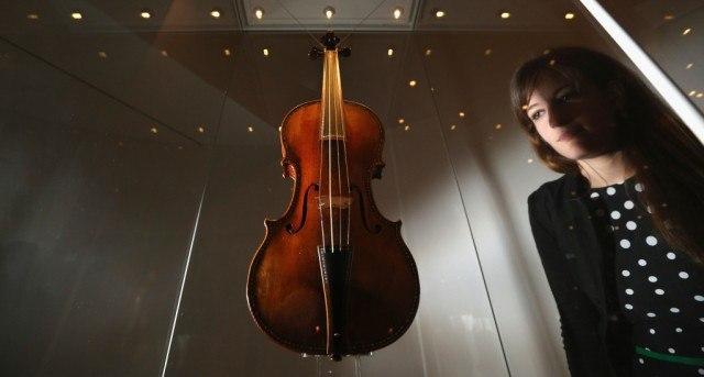 """""""Red Mendelssohn"""" 1720 Stradivarius"""