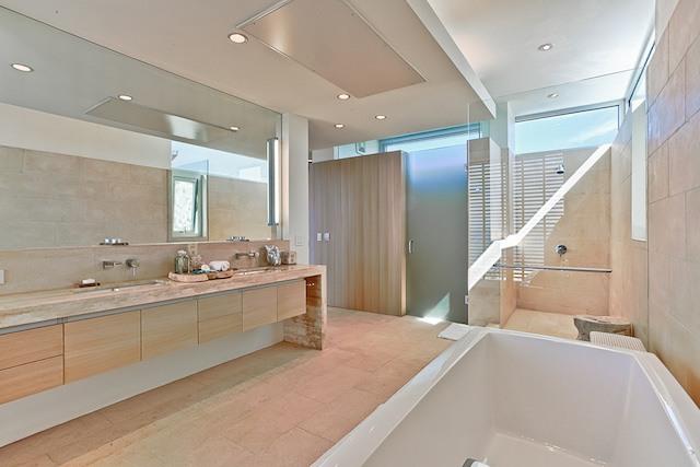 Ani Estate has luxurious bathrooms