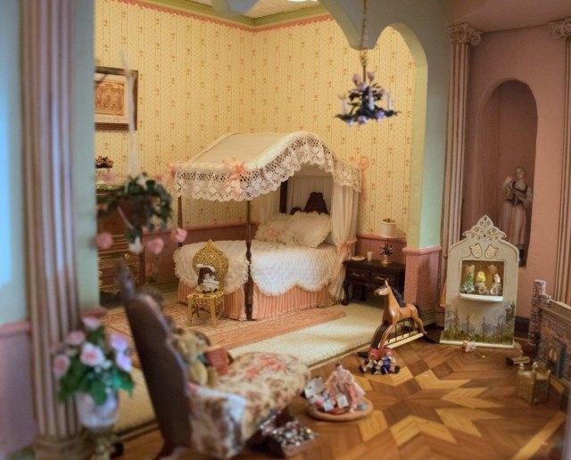 The Astolat Dollhouse Castle - bedroom
