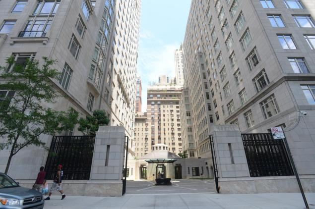 Live like royalty in this luxury high rise located at 15 for Most expensive real estate in nyc